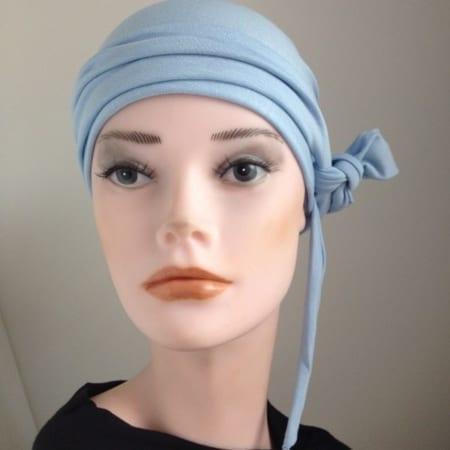 Licht blauw geknoopte bandana