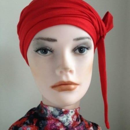 Rood geknoopte bandana